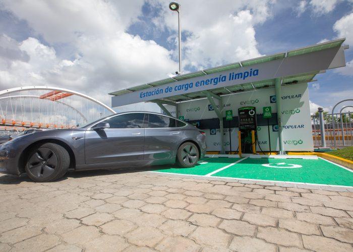 BPD_9167 Las estaciones de carga de vehículos híbridos y eléctricos forman parte del portafolio Hazte Eco.
